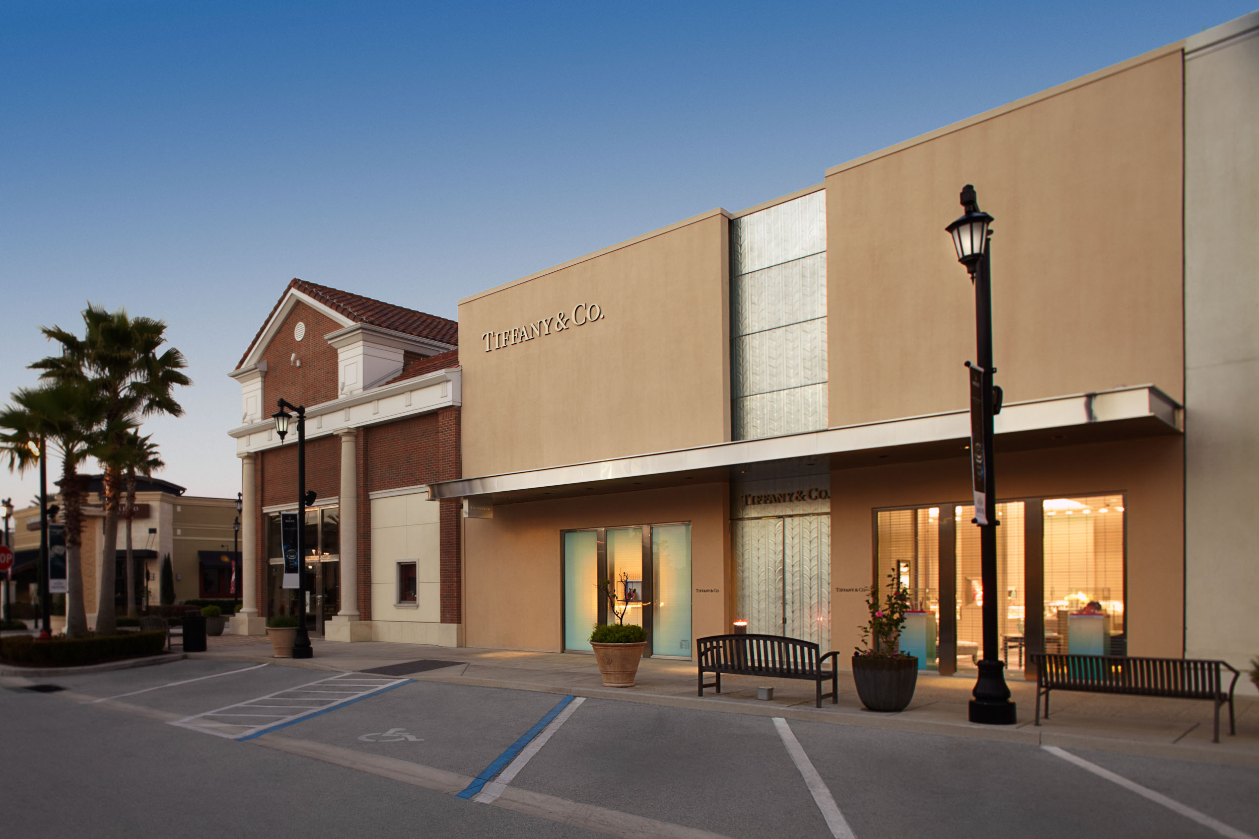 Retail exteriors by Steven Martine, Florida architecture photographer